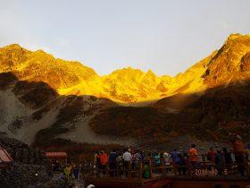 モルゲンロートに輝く奥穂高岳(左)・涸沢岳(中)・北穂高岳(右)
